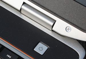 Dell Latitude E6520 - ukotvení obrazovky